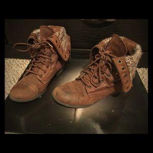 Shoes - Combat cozy  brown boots!